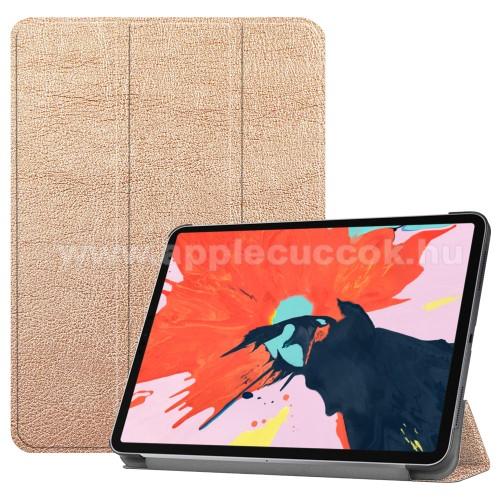 Notesz / mappa tok - ARANY - oldalra nyíló flip cover, TRIFOLD asztali tartó funkciós, mágneses záródás - APPLE iPad Pro 12.9 (2018)