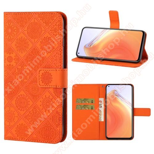 Notesz / mappa tok - GRAVÍROZOTT VIRÁG MINTÁS - NARANCSSÁRGA - oldalra nyíló, rejtett mágneses záródás, bankkártyatartó zsebek, asztali tartó funkció, szilikon belső - Xiaomi Mi 10T 5G / Mi 10T Pro 5G / Redmi K30S
