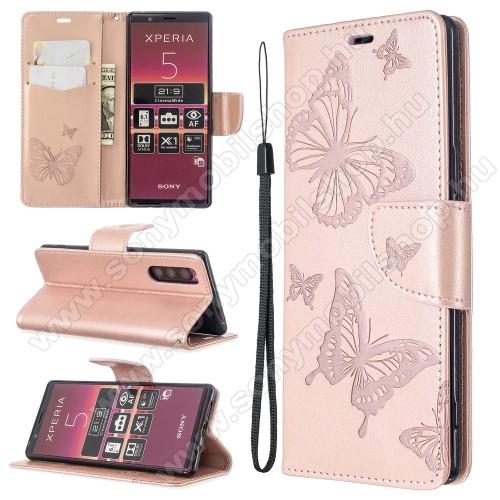 Notesz / mappa tok - ROSE GOLD - GRAVÍROZOTT PILLANGÓ MINTÁS - oldalra nyíló, rejtett mágneses záródás, belső zseb, asztali tartó funkció, szilikon belső - Sony Xperia 5